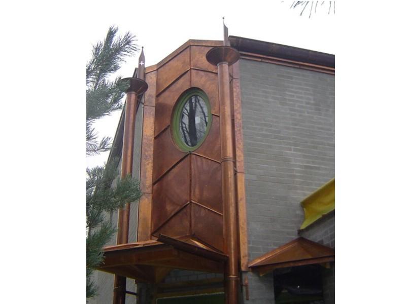 dom_XXIwieku_z_miedzi_elewacja_a